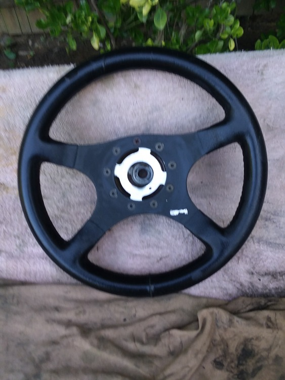bmw steering wheel, UNK make..jpg