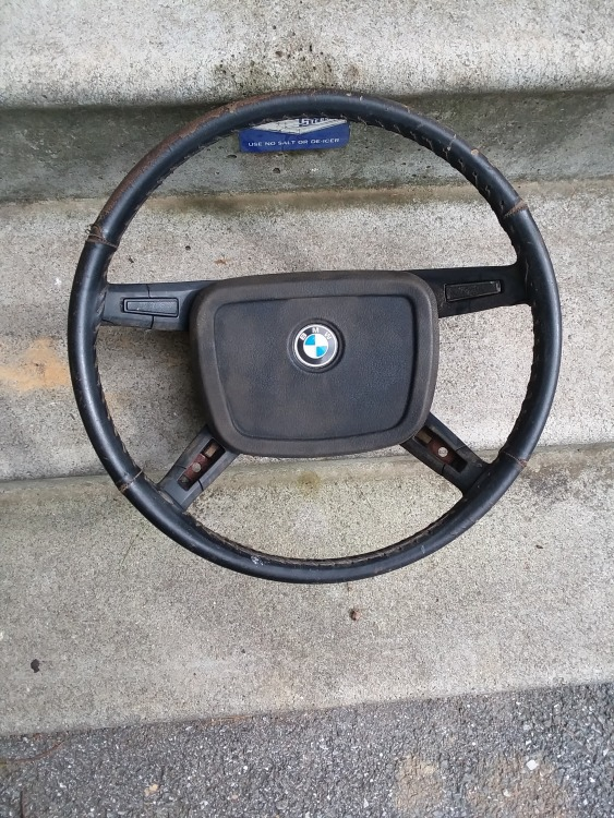 BMW 1974 steering wheel.jpg